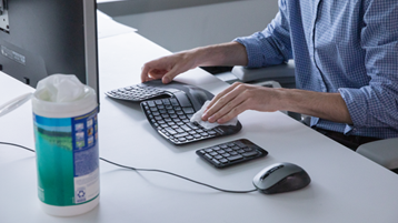 تنظيف لوحة المفاتيح