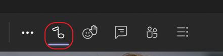 لقطة شاشة لمراقبة عناصر التحكم في الاجتماع في أعلى Microsoft Teams اجتماع. يتم وضع أيقونة ملاحظة الموسيقى في دائرة باللون الأحمر لتمييط الزر الذي يتم تشغيل وضع الموسيقى عالي الجودة