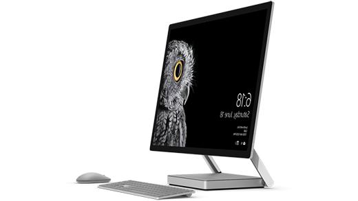 """صورة لـ Studio Surface، مع """"ماوس Surface"""" و""""لوحة المفاتيح"""""""