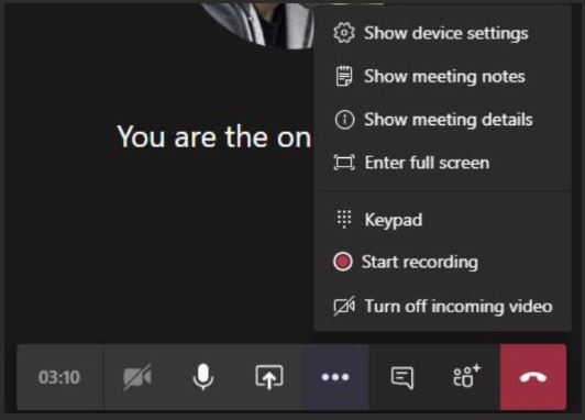 """Изображение показва менюто """"Още опции"""" на лентата за управление на събрания за Teams."""