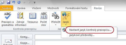 Karta Revize s tlačítkem Jazyk na pásu karet zprávy aplikace Outlook