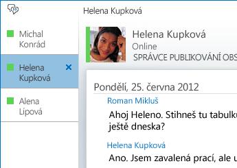 Snímek obrazovky s konverzací na záložkách