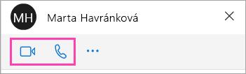 Snímek obrazovky s tlačítky pro hlasový hovor a video v okně chatu