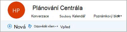 Toto je vypadá záhlaví skupin v Outlooku na webu