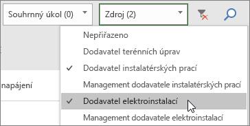 Snímek obrazovky s rozevíracím seznamem pro filtrování zdrojů na panelu úkolů a se dvěma vybranými zdroji