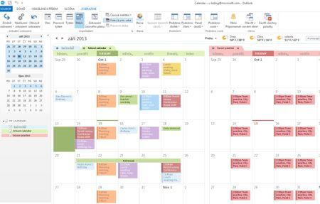Příklad kalendářů vedle sebe a v překryvném režimu