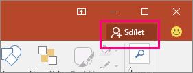 Zobrazuje tlačítko Sdílet na pásu karet v PowerPointu 2016.