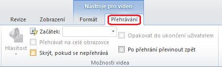 Karta přehrávání na pásu karet aplikace PowerPoint má možnosti pro výběr Postup přehrávání videa.
