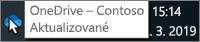 Snímek obrazovky znázorňující ukazatel myši na modré ikoně OneDrivu na hlavním panelu s textem OneDrive – Contoso