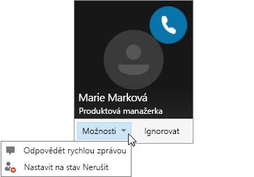 Snímek obrazovky s oznámením hovoru a s otevřenou nabídkou Možnosti.