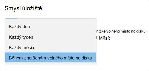 Rozevírací nabídka Úložiště ve Windows 10 s výběrem četnosti spuštění funkce Storage Sense