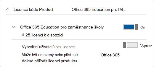 Snímek obrazovky pro přidání uživatele v Office 365 s rozbalenou částí licenci na produkt.