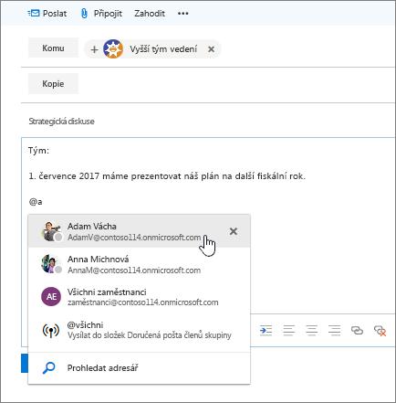 Snímek obrazovky s dialogovým oknem Outlooku a novým e-mailem, který zobrazuje @zmínku v textu zprávy.