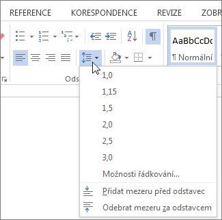 Snímek obrazovky s kartou Domů ve Wordu s nabídkou Řádkování a vzdálenost odstavců