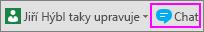 Tlačítko Chat vedle oznámení o ostatních uživatelích provádějících úpravy