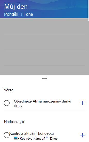 Snímek obrazovky s aplikací to-do v Androidu s návrhy otevřenými a seskupenými podle včera a nadcházejících.