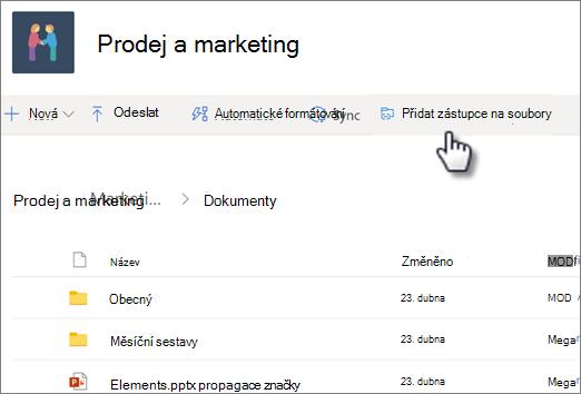 Snímek obrazovky s přidáním zástupce na OneDrive ze sdílené knihovny