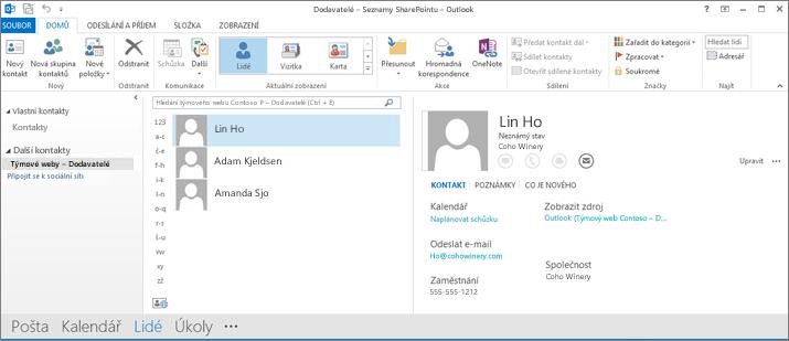 Snímek obrazovky kontaktů týmového webu, když se zobrazí v Outlooku