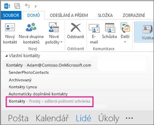Seznam sdílených kontaktů se zobrazí v Outlooku v podokně kontaktů.