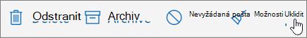 Snímek obrazovky zobrazuje Uklidit vybraná na panelu nástrojů e-mailu.