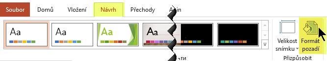 Tlačítko Formát pozadí je na kartě Návrh na pásu karet v PowerPointu.