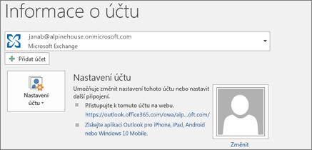 Snímek obrazovky se stránkou informací o účtu Outlooku v zobrazení Backstage