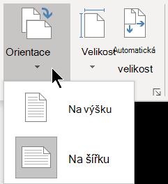 Na kartě Návrh můžete v nabídce Orientace vybrat orientaci na výšku nebo na šířku pro stránku Visia.