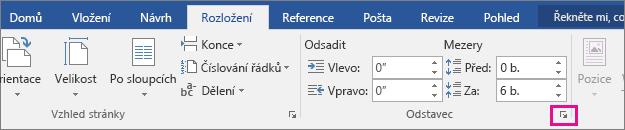 Na kartě Rozložení je zvýrazněná šipka pro otevření dialogového okna Odstavec.