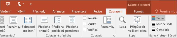 Zobrazuje kartu Zobrazit na pásu karet v PowerPointu.