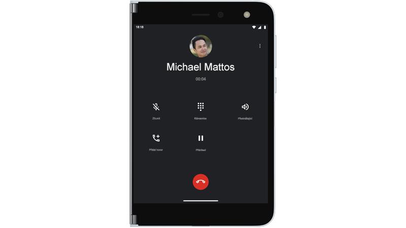 Probíhající telefonní hovor na Surface Duo