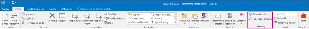 Možnosti Skupiny na hlavním pásu karet Outlooku