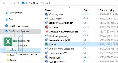 Snímek s přesunem souboru do jiné složky na OneDrivu