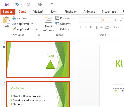 Zobrazuje PowerPoint 2016 s použitým bílým motivem.