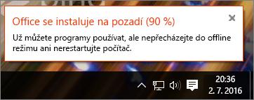 Dialogové okno zobrazující instalaci Office zaseknutou na 90 %