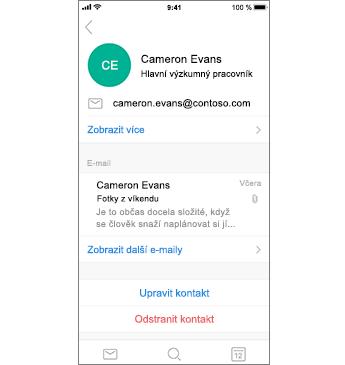 Stránka kontaktů s červeným textem Odstranit kontakt