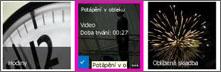 Snímek obrazovky knihovny videí. Dvě videa v knihovně mají obrázky miniatur pro obsah videa a na jednom obrázku je jenom grafické znázornění filmového pásu.