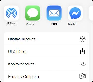 Nabídka sdílení s aplikaci podél horního okraje a seznam možností sdílení pod aplikacemi