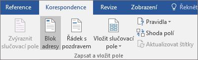 Při používání hromadné korespondence ve Wordu zvolte Blok adresy na kartě Korespondence ve skupině Zapsat a vložit pole.