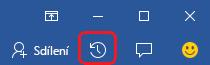 Tlačítko aktivity je těsně před koncem úplně vpravo na pásu karet v aplikaci Word, Excel a PowerPoint.