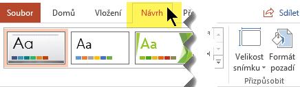 Na pásu karet vyberte kartu Návrh. Ovládací prvek pro orientaci snímku najdete u tlačítka Velikost snímku na pravé straně.