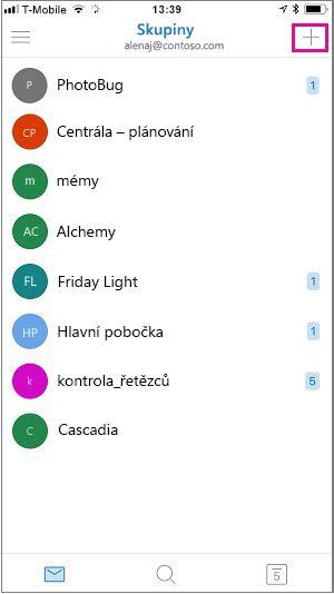 Pokud chcete vytvořit skupinu, klepněte na symbol plus v pravém horním rohu obrazovky.