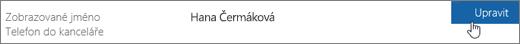 Detail řádku se zobrazovaným jménem, s rukou ukazující na tlačítko Upravit