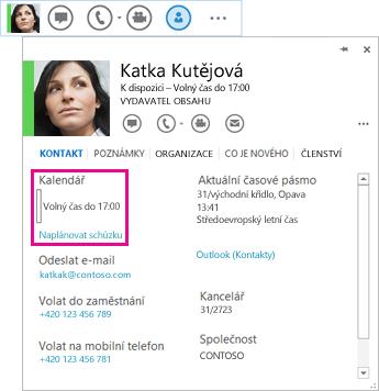 Snímek obrazovky s QuickLync kontaktem a kartou kontaktu se zvýrazněným kalendářem a naplánováním schůzky