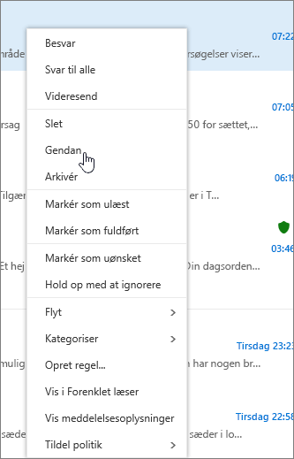 Et skærmbillede viser den valgte Gendan-mulighed, efter at en email-meddelelse er valgt i mappen Slettede emner.