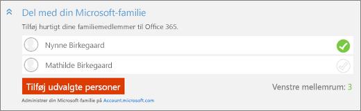 """Nærbillede af skærmbillede med sektionen """"Del med din Microsoft-familie"""" i dialogboksen """"Tilføj en person"""" med knappen """"Tilføj valgte personer""""."""