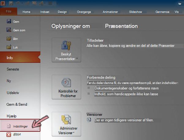 På fanen Fil på båndet i PowerPoint 2010 skal du klikke på Indstillinger.