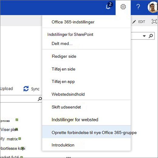 Dette billede viser ikonet tandhjulsmenuen og markerede Opret forbindelse til nye Office 365-gruppe.