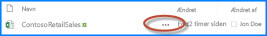 Skærmbillede af toppen af et dokumentbibliotek i SharePoint. Dette viser dokumentnavnet efterfulgt af de tre prikker for en ellipse. Du kan klikke på ellipsen for at åbne en dokumentboble med flere oplysninger om dokumentet og handlingsmuligheder