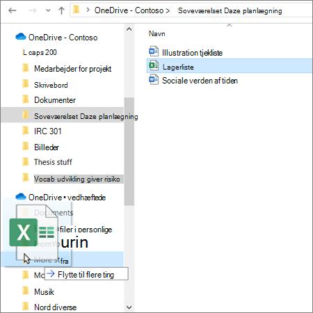 Billede af træk og slip-funktionen fra en OneDrive-undervisningskonto til en OneDrive Personal-konto i Stifinder
