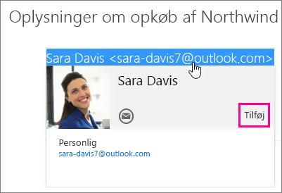 Skærmbillede af en del af en mail i siden Mail i Outlook. Afsenderen af meddelelsen fremhæves, og visitkortet for den pågældende modtager vises. Der er en billedforklaring for kommandoen Tilføj på visitkortet.